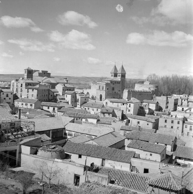 Vista del Arrabal y las Covachuelas de Toledo en los años 50. Fotografía de Nicolás Muller  © Archivo Regional de la Comunidad de Madrid, fondo fotográfico