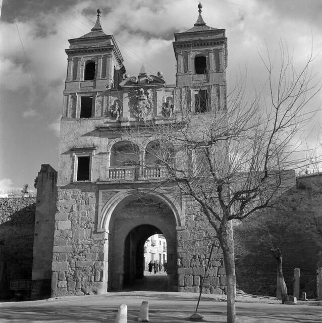Puerta del Cambrón de Toledo en los años 50. Fotografía de Nicolás Muller  © Archivo Regional de la Comunidad de Madrid, fondo fotográfico
