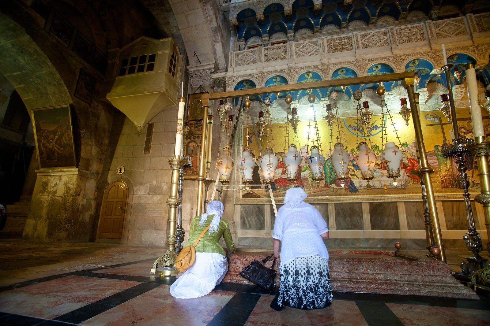 Jerusalem_Holy Sepulcher_The Anointing Stone (2)_Noam Chen_IMOT