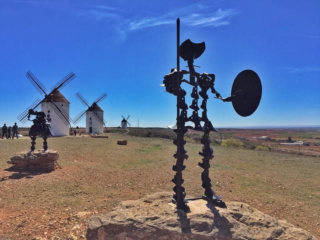 Estatua de Don Quijote en la Sierra de los molinos de Mota del Cuervo