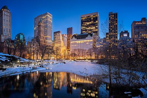 park nyc newyorkcity bridge blue usa snow ny newyork building skyline canon eos us pond centralpark central 5d bluehour canon1740f4l heurebleue 5dmarkiii