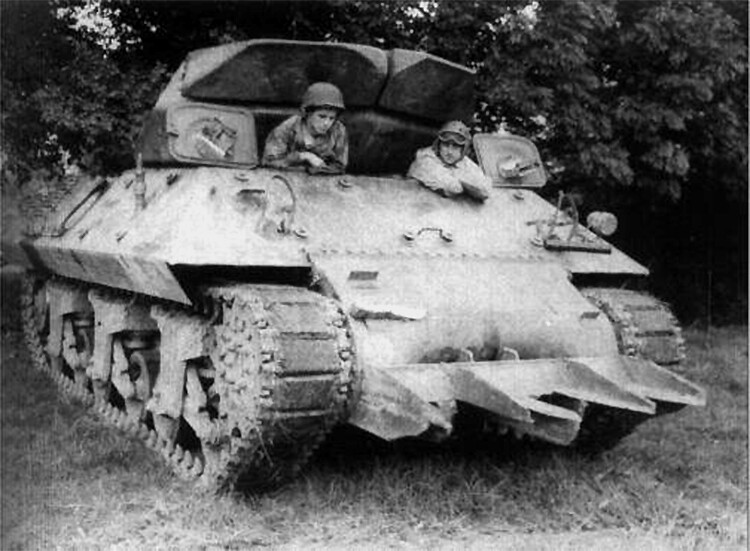 M10 Tank Destroyer equipped with the T1E1 Rhinoceros