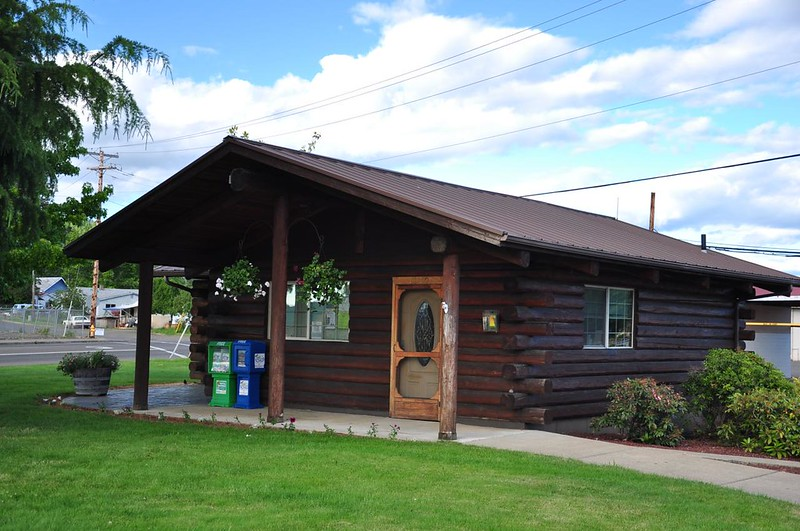 Sutherlin visitor's center