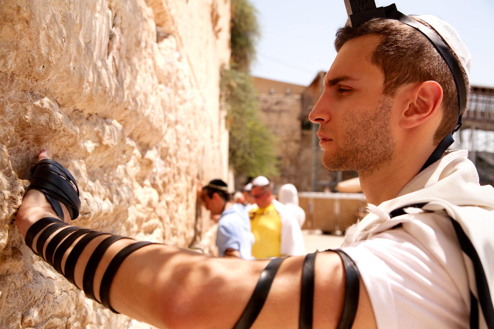 Jersusalem_Western Wall_Tefillin_6_Noam Chen_IMOT