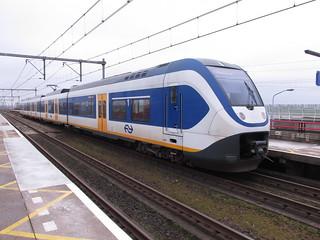 SLT te station Nieuw-Vennep | by TimF44