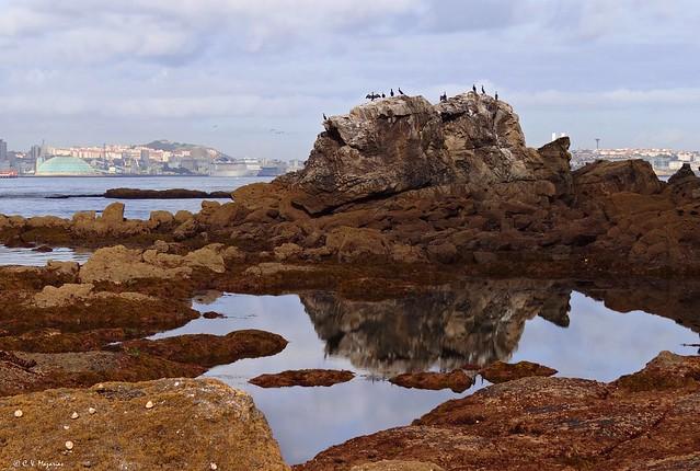 La Coruña desde Santa Cruz. Galicia, España.