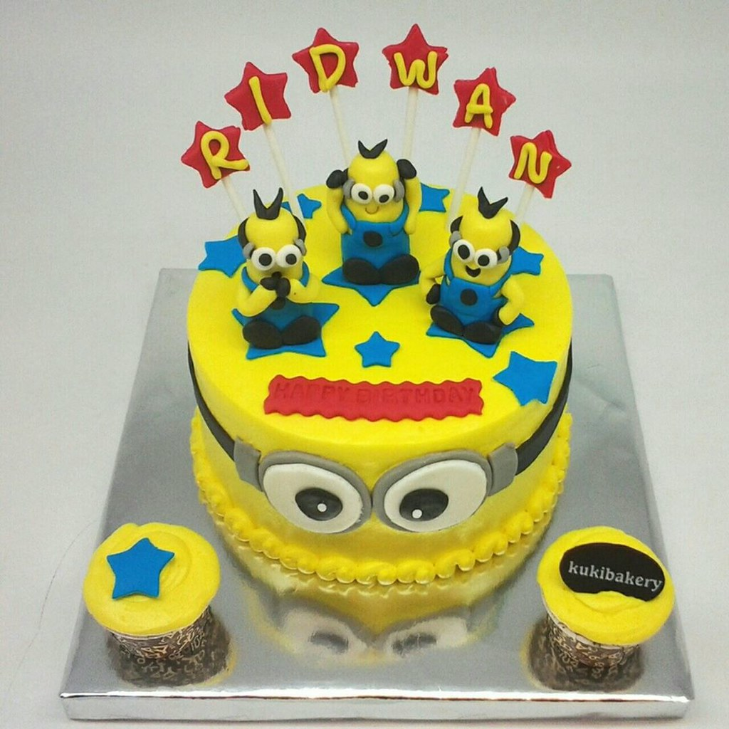 Miraculous Minion Cake Lalalalaa Made By Order Wa 081 6214607 Flickr Personalised Birthday Cards Veneteletsinfo