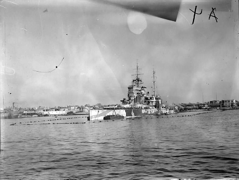 """Didžiosios Britanijos Karališkojo Laivyno karo laivas """" HMS Karalienės Elžbietos"""