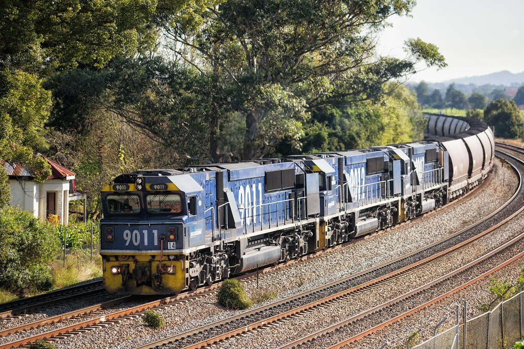 9011 at East Maitland by Trent