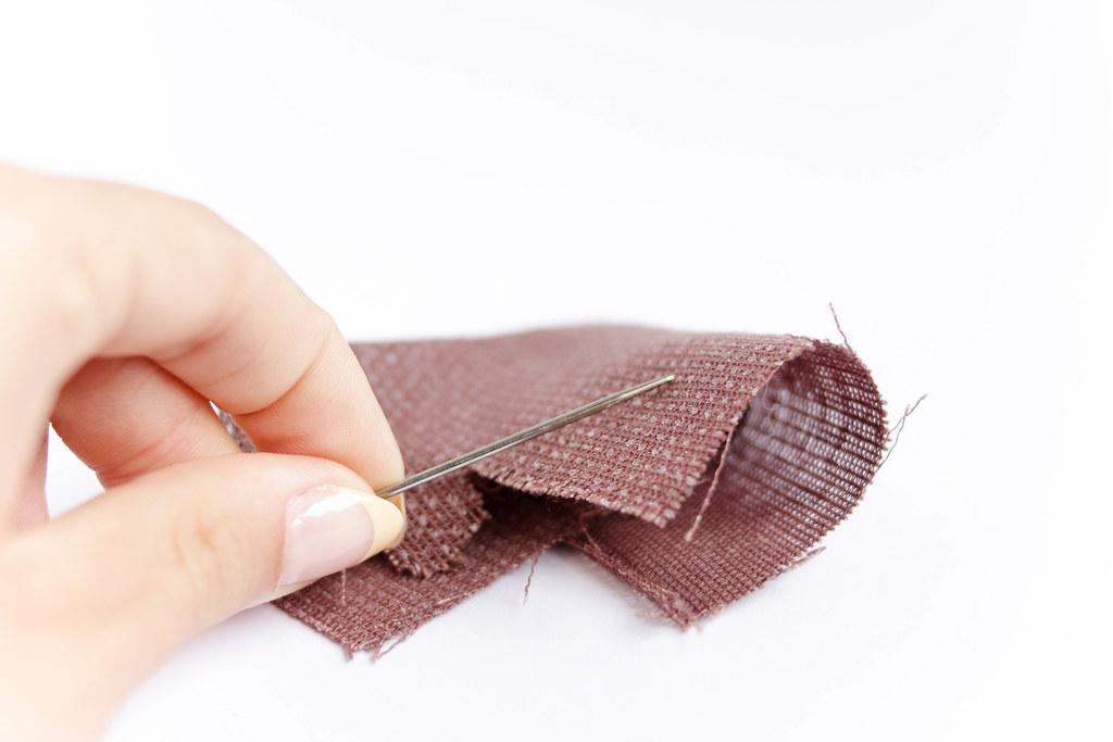 Nähen Closeup Of Woman Hand Sewing Marco Verch Is A Pr Flickr