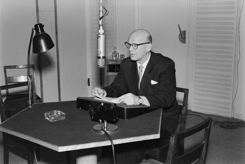Presidential candidate (later president) Urho Kekkonen speaking on the radio, 1956.