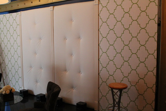 Tufted White Vinyl Walls with Fluted Column Jack Stands