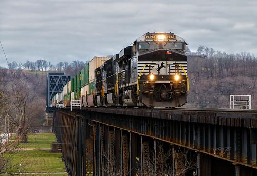 ns norfolk southern train trains railroad rail road ge locomotive bridge west virginia ohio river
