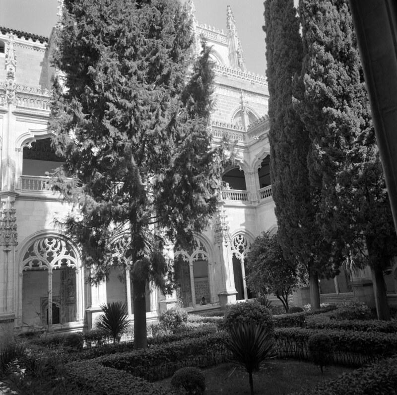 Claustro de San Juan de los Reyes en Toledo en los años 50. Fotografía de Nicolás Muller  © Archivo Regional de la Comunidad de Madrid, fondo fotográfico