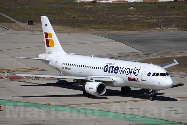 04. Airbus A320-214 (EC-IZR)
