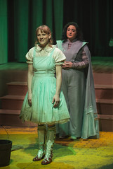 Sun, 2017-03-19 21:31 - Kara Davidson as Dorothy and Amanda de la Guardia as Glinda