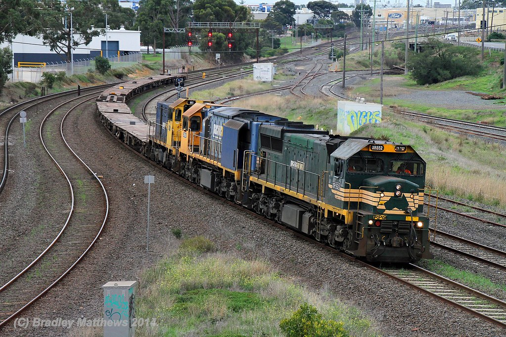 XR552-XR559-H1 with 9 flats wagons on #9201 down empty container transfer (ex Melbourne) about to approach Nth Geelong yard (1/5/2014) by Bradley Matthews