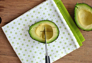 2013-07-26-how-to-cut-avocado-vertical-cut-580w | by s8858283kimo