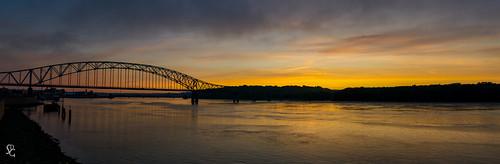 bridge sunrise dawn iowa explore mississippiriver dubuque juliendubuquebridge sdgiere