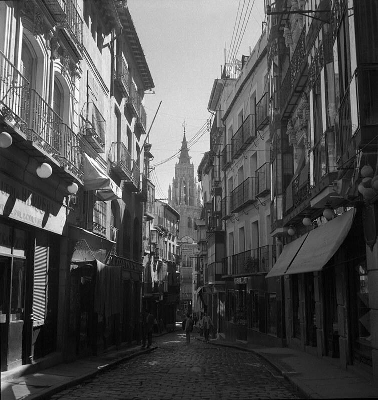 Calle Ancha de Toledo en los años 50. Fotografía de Nicolás Muller  © Archivo Regional de la Comunidad de Madrid, fondo fotográfico