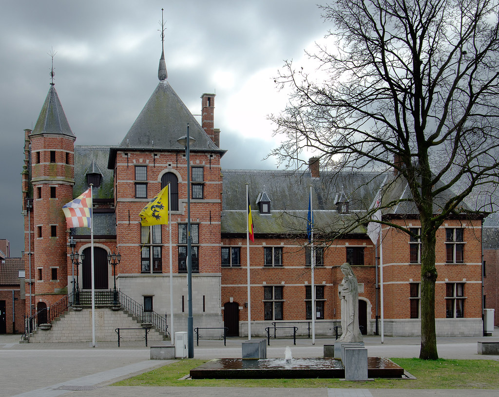 Oud-Turnhout, Gemeentehuis. | Het gemeentehuis (Centrum) wer… | Flickr