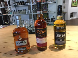 Das Lineup von unserem ersten Tasteup.de Afterword-Whisky-Treff im Concept Store bei Glückseligkeiten von Rau in Rottweil: Jura Elixir 12 Jahre, Arran Amarone Cask Ginish & BenRiach Curiositas 10 Jahre. Slàinte mhath! #whiskyRW #tasteup