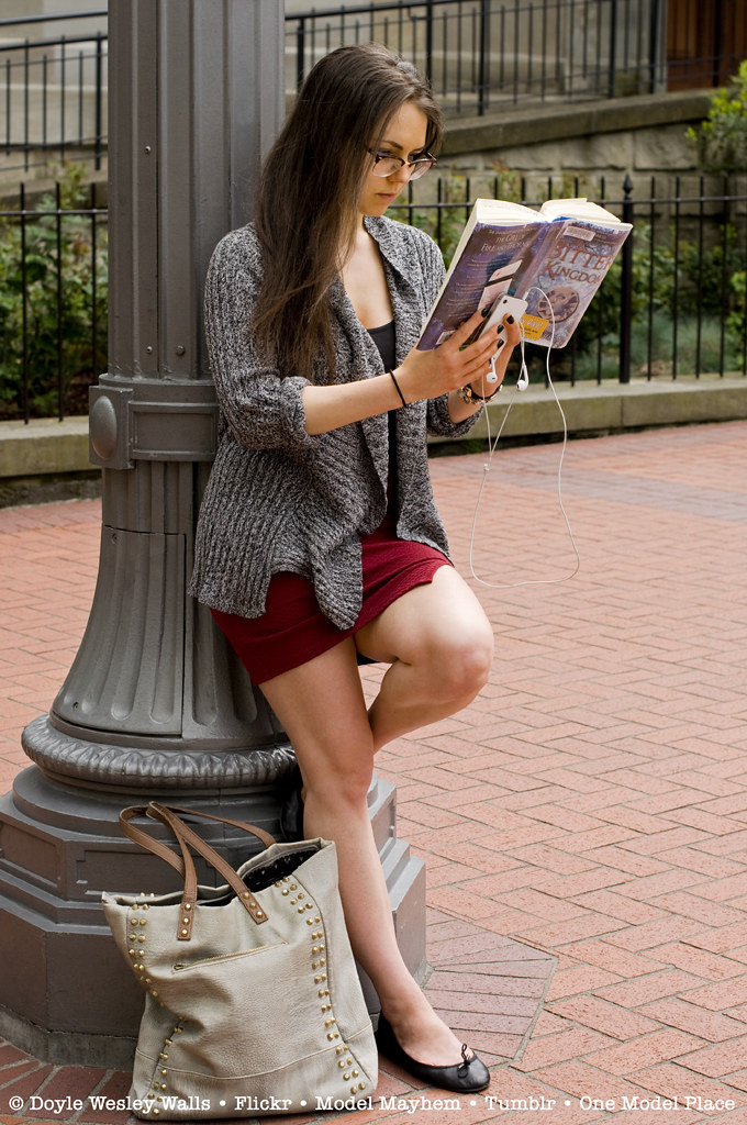 Girl Reading Her Bus Stop Doyle Wesley Walls Flickr