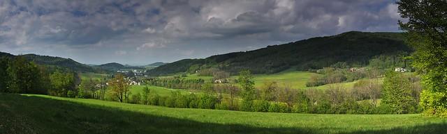 Panorama Vápenné ze svahu Homole, vpravo Žulový vrch - 2
