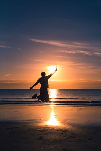 beach colors silhouette port sunrise jumping vibrant australia pacificocean queensland cairns portdouglas douglas greatbarrierreef fnq farnorthqueensland