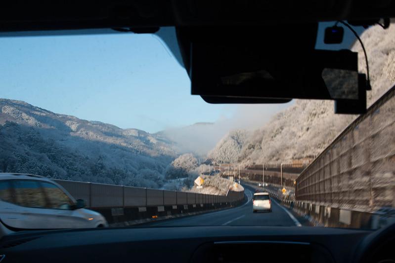 雪の降った中央道