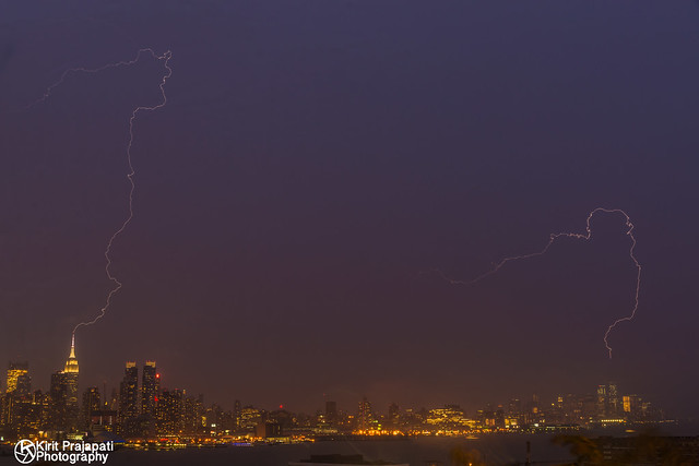 Lightning Strike Hit World Trade center and Empire State Building