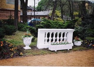A műkő kerítés remekül mutat minden kertben!