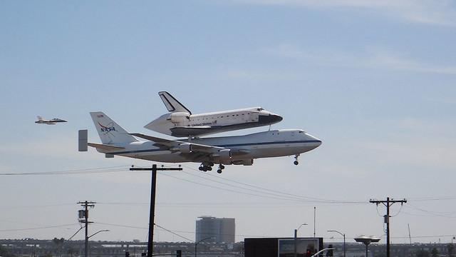 Shuttle Endeavor Landing at LAX