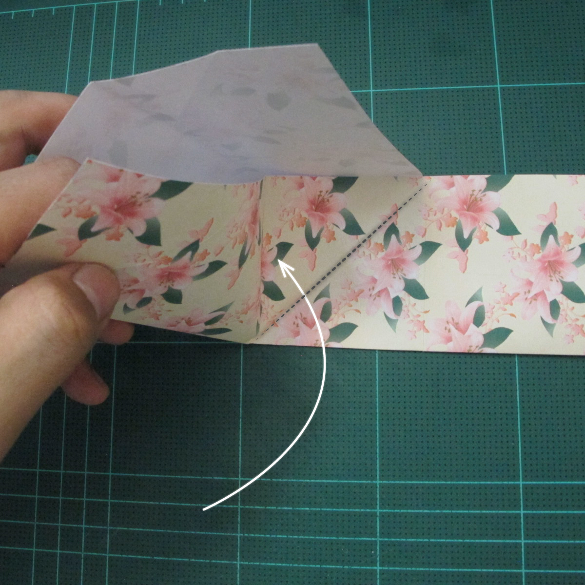 การพับกระดาษเป้นถุงของขวัญแบบไม่ใช้กาว (Origami Gift Bag) 007