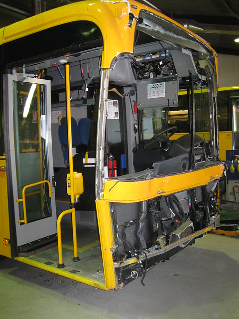 New bus front smash - ARRIVA 2009 Volvo B7RLE 1050 accident repairs 7.1.2010 1/5