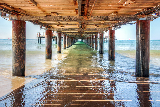 Side - under the pier (hdr)