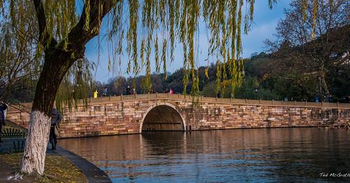 2016 china cropped hangzhou nikon nikond750 nikonfx tedsphotos vignetting brokenbridge westlakebrokenbridge westlakebridge westlakehangzhou hangzhouwestlake bridge stonebridge archedbridge water westlake unesco unescoworldheritagesite