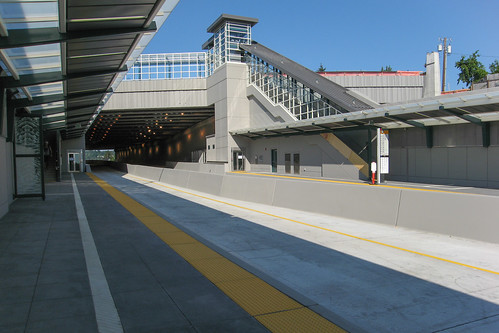 92nd/Yarrow Point Freeway Station Platform