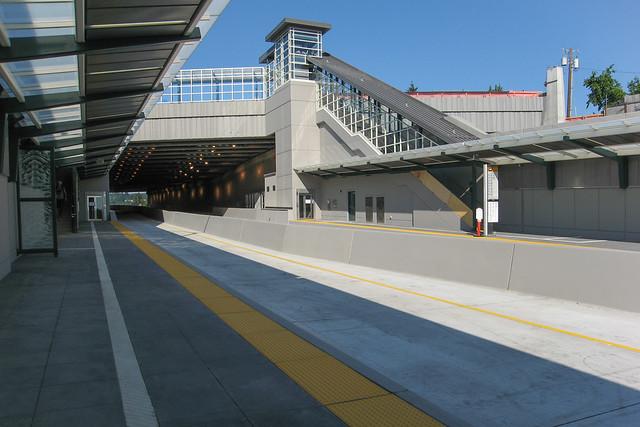 92nd/Yarrow Point Freeway Station Platform