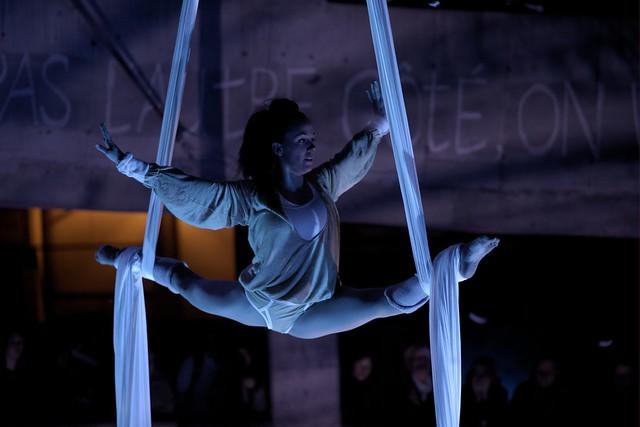 Théâtre - Carrefour du Théâtre - OÙ TU VAS QUAND TU DORS EN MARCHANT...? Insomnie - Acrobate aux tissus - Camille Tremblay