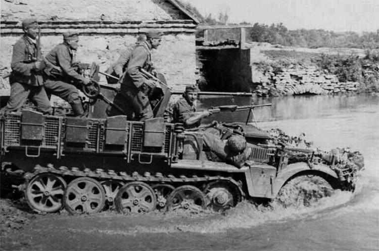 Sd.Kfz. 10/4 leichte Selbstfahrlafette mit 2 cm FlaK 30