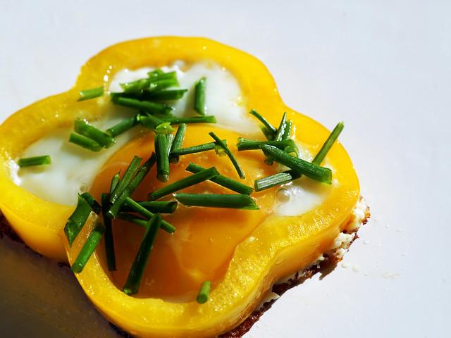 Spiegelei in Paprika - Fried egg in peppers