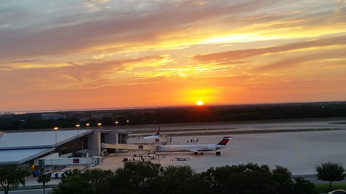 sunset airport landscape tampa tampabay tampaairport florida lovefl sky clouds sun ktpa tpa airplanes runway horizon plane trees delta