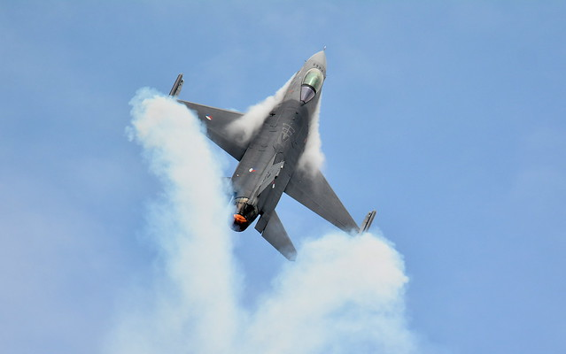 F16 Falcon Pilot Dismissed For Smoking In The Cockpit ..