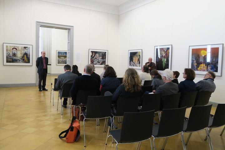 Dr. Roland Krischke, Direktor des Lindenau-Museums, begrüßt die Teilnehmenden herzlich zu Beginn der Kultur-Werkstatt.
