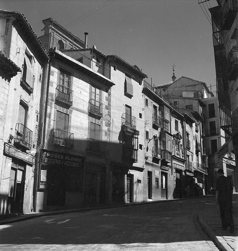 Cuesta de las Armas de Toledo en los años 50. Fotografía de Nicolás Muller  © Archivo Regional de la Comunidad de Madrid, fondo fotográfico