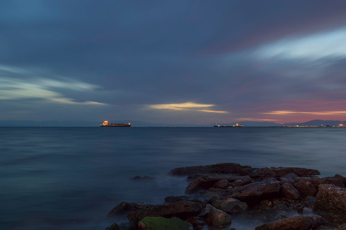 blue sunset sea mountains west clouds port lights evening coast moving rocks purple ships meeting greece thessaloniki nea thermaikos nikond3200 misting θεσσαλονικη neaparalia