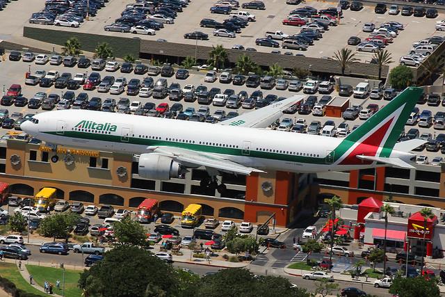 I-DISU | Boeing 777-243ER | Alitalia