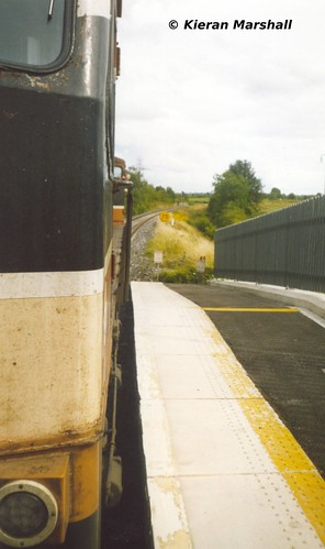 irish train gm rail railway trains 2006 railways irishrail generalmotors 084 emd 071 windowhanging iarnród éireann carrickonshannon iarnródéireann class071 1545sligoconnolly