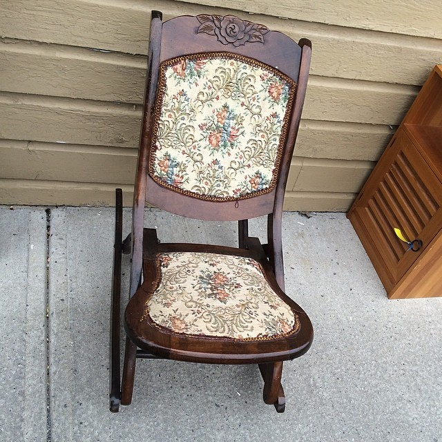Pleasant This Is A Nice Antique Rose Crest Folding Rocking Chair S Gmtry Best Dining Table And Chair Ideas Images Gmtryco